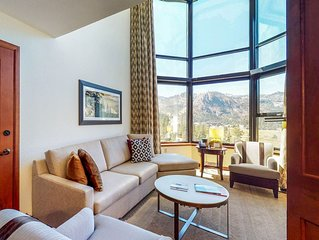Lovely condo w/ access to shared pool and hot tub, ski-in/ski-out!