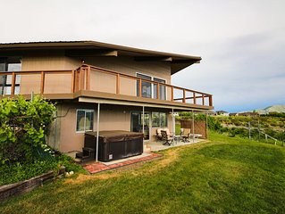 New Listing! Quiet home, overlooking Lake Chelan w/ a great deck and hot tub