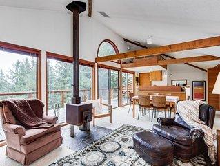 Secluded home w/ treetop views & balcony - near beach/Cascade Head