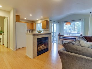 Family-friendly townhome w/full kitchen & furnished deck w/ grill