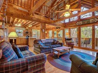 Beautiful custom cabin on private lake w/ foosball & fireplace