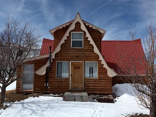 Near Orvis Hot Springs Pool - Pet Friendly - Fabulous Views!