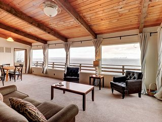 Charming waterfront home w/ a furnished deck & beach access