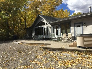 Murphy`s Creekside ~ Comfortable One-Level Home on Rock Creek...a Fishing Paradi
