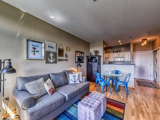 Lovely studio 8-minute walk to space needle, shared hot tub & pool!