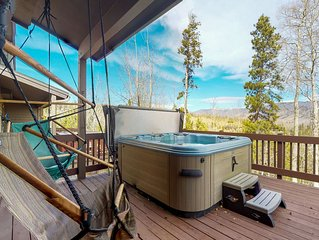Townhome w/ private balcony, hot tub & mountain views