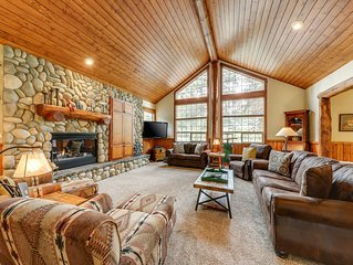 Stunning lodge-style home w/ private hot tub & 12 SHARC passes