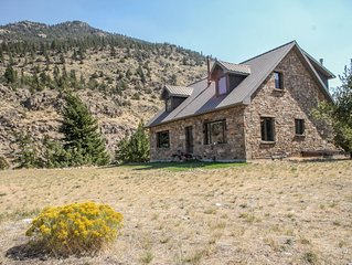 Private Stone Home on the River-fishing, close to Yellowstone!