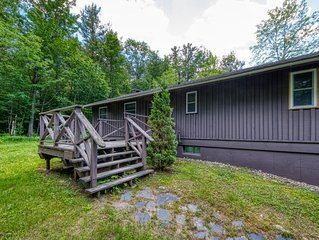 Cozy, secluded cabin with private sauna! Walk to ski lift!