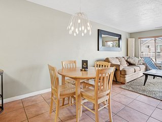 Well-located condo w/ shared pool/hot tub/tennis - dogs welcome!