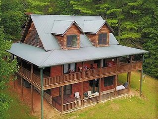 Beautiful Horizon 4 bedroom cabin with hot tub, mountain views, pool table