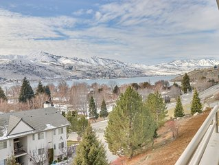 Lakeview condo across street from lake access w/ shared pool/hot tub!