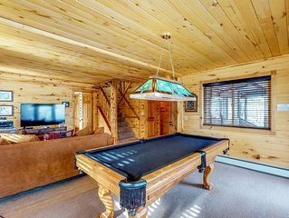 Cabin with private hot tub, lake and mountain views, large deck!