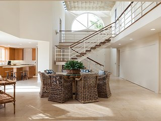 The Lighthouse, Stylish, Spacious and Beachy Oceanfront Luxury Home