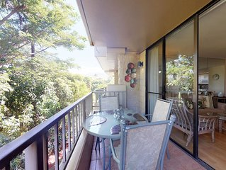 Ocean view condo w/lanai & shared pool/hot tub - steps to beach!