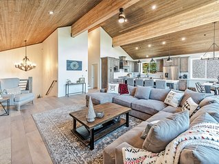 Custom built luxury rental w/hot tub, great for large groups, close to Squaw and