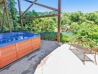 Riverfront chateau on 3 acres w/ hot tub & 360 river/vineyard views - dogs OK!