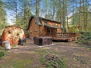 Cabin in the woods w/ private hot tub & shared pool/tennis!