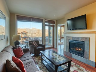 Luxury suite w/ balcony, mountain view, shared pool/hot tub & two parking spaces