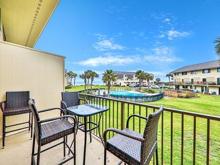 Remodeled condo w/ four shared pools, sports courts, & easy beach access