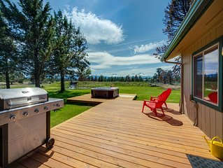 Mountain & water view home w/ on-site golf - near skiing & Bend