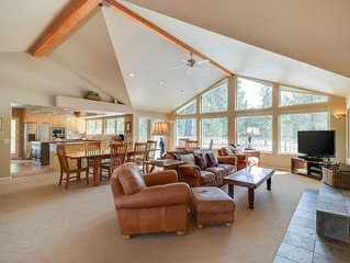 Golf course-front home w/deck & shared pools/hot tubs - dogs OK!