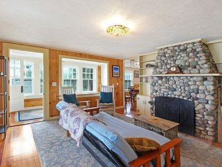 Lovely oceanfront cottage w/ deck and panoramic views!