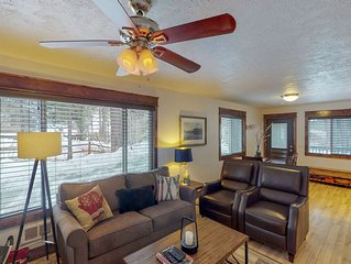 Dog-friendly cabin w/ a firepit, enclosed yard, wood stove, & bikes!