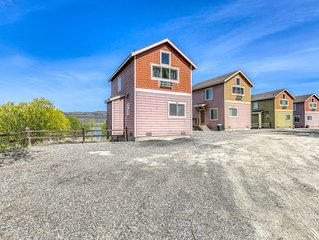 Cozy lakeside villa in Electric City w/ shared dock - 2 dogs welcome!