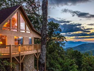 Heaven on Earth - Secluded cabin w/hot tub, deck, views - located in Bryson City