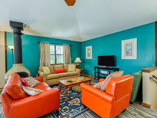 Renovated home w/ expansive deck - steps to beach, restaurants & bars!