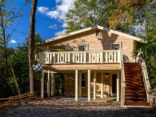 Secluded cabin with hot tub, pool table - large deck & mountain views!