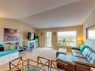 Top floor condo w/ ocean, jetty, & lighthouse views- dogs OK!