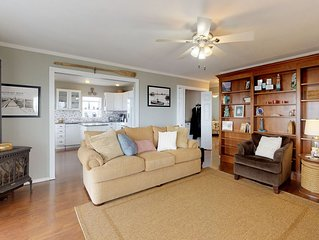 Dog-friendly and comfortable bayfront condo with incredible views!