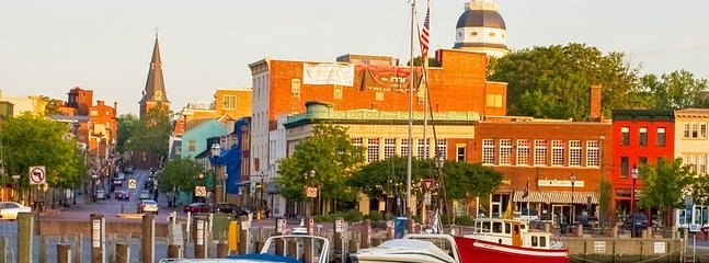 Days Landing - By car or boat, Historic Downtown Annapolis is only 5 minutes away.