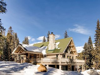 Hot Tub /Pool Table /Pet Friendly Beautiful Custom Log Cabin with Mountain Views