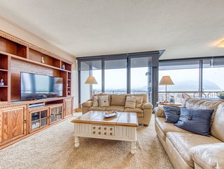 Sixth-floor, oceanfront condo w/ panoramic views - steps from the beach!