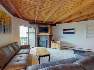 Cozy condo w/shared hot tub, pool, sauna - bus to slopes