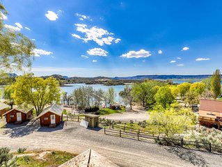 Inviting villa w/views of Banks Lake, BBQ grill, and private deck