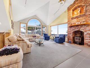 Ocean view home w/ private sauna & jet tub - walk to Beach!
