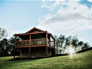 Hawksbill Retreat Cabin 8 Hot Tub Mountain View Beautiful 45 acres near Luray VA
