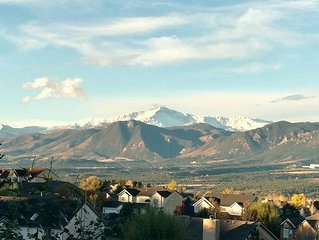Breathtaking Mountain Views | Near Air Force Academy | Jetted Tub in Master