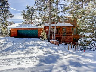 Beautiful Log Cabin with spectacular views of Pike's Peak
