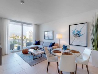 Airy condo w/ shared pool & ocean views - walk to the beach!