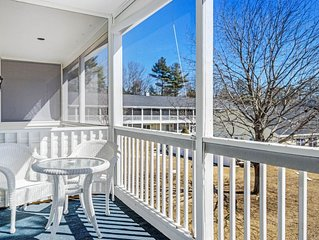 Condo w/ balcony, seasonal pool/sauna/pool table & walkable location!