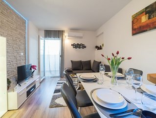 Apartment in peaceful area but really close to the old town.