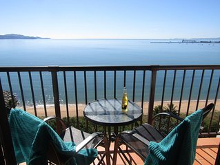 Aquarius Top floor  Ocean Views Fast Free WiFi  Foxtel/Netflix  AC Pool Parking