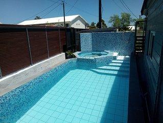Grande maison avec piscine securisee