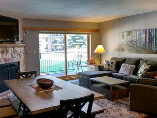 Luxury Condo w/ FREE WiFi, Parking, Heated Pool, Hot Tubs, Skier Shuttle