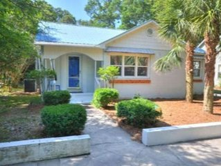 Beautiful & Convenient, 2BR/2BA Home in Historic Southport-HOT TUB-Sleeps 6
